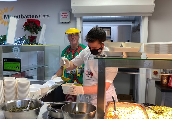 Award-winning Island chef serves festive meal for Mountbatten patients and their families